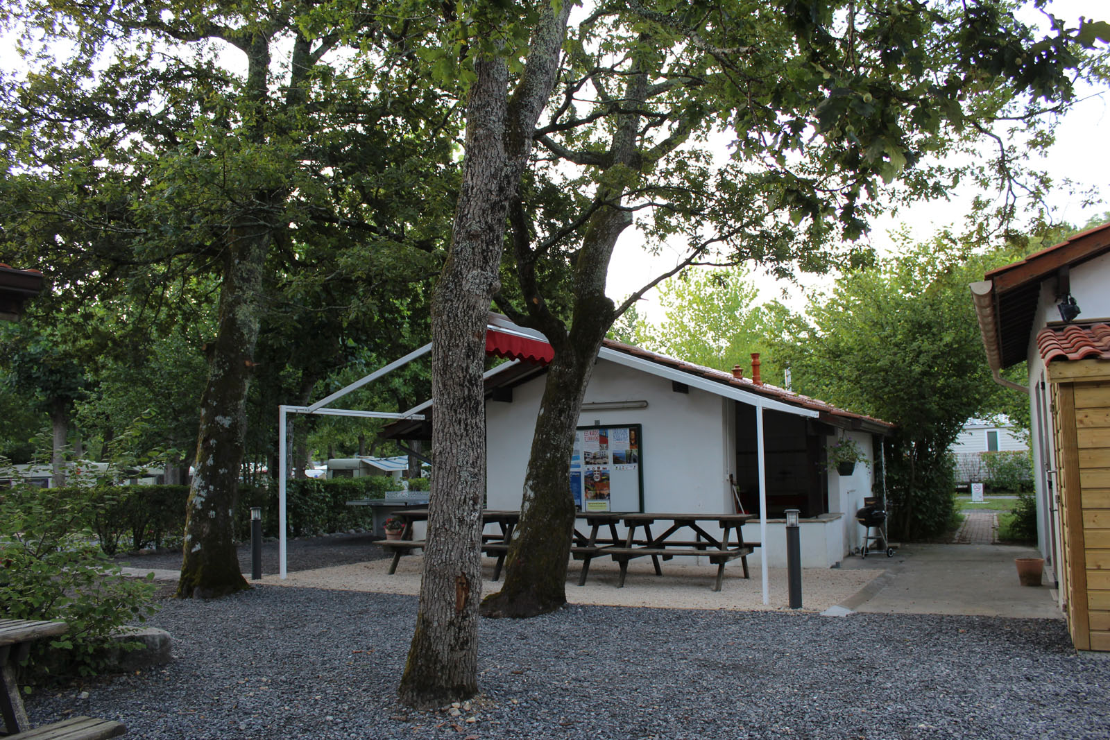 camping-untxin-socoa-terrasse-snack